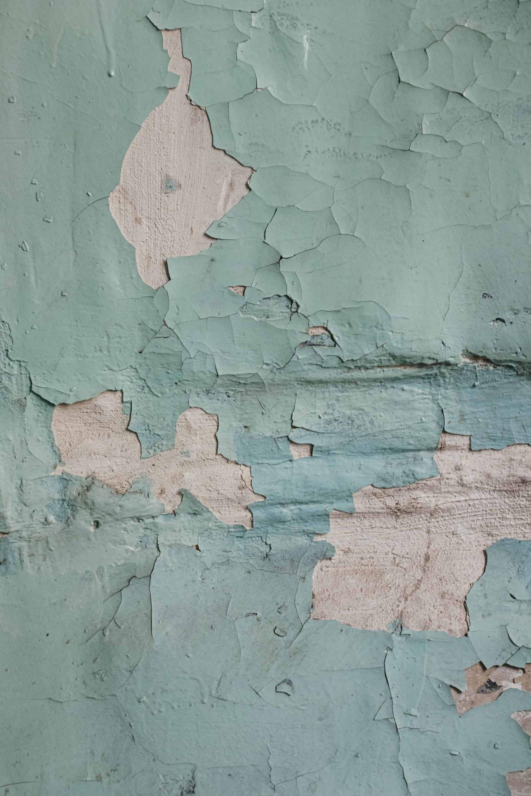Afbladerende verf van een muur